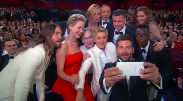 Artis Hollywood foto selfie pakai Galaxy S5