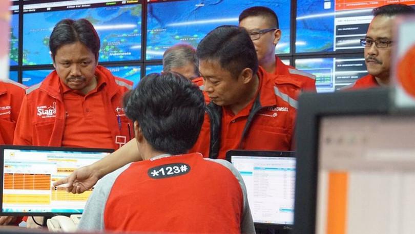 Direktur Utama Telkomsel Ririek Adriansyah di Network Operation Center Telkomsel