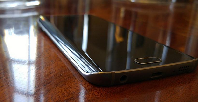 Samsung Galaxy S6 Plus ilustrasi