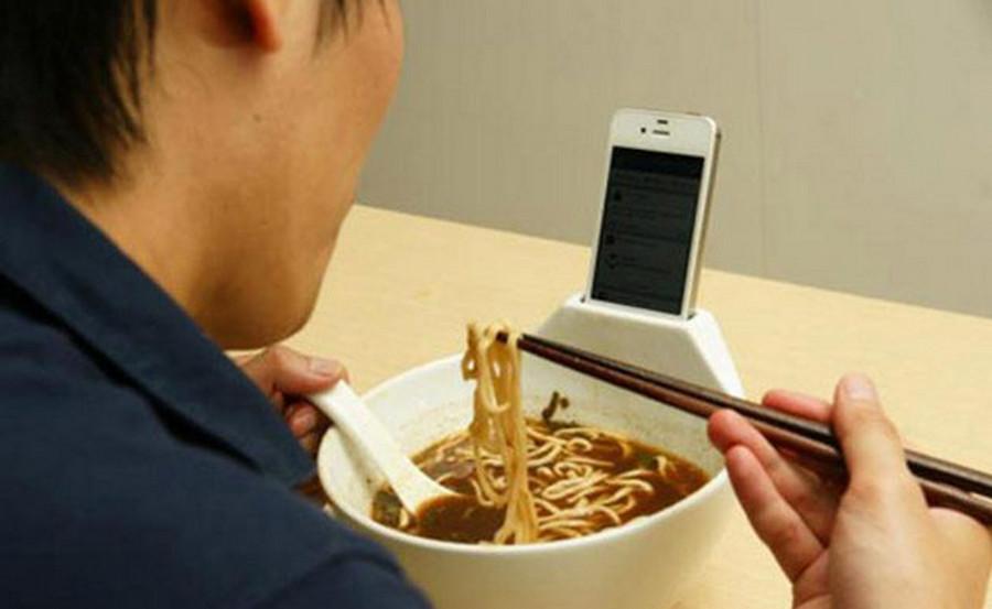 Kecanduan smartphone makan