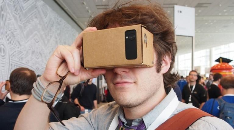 Bagaimana Cara VR Headset Bekerja?