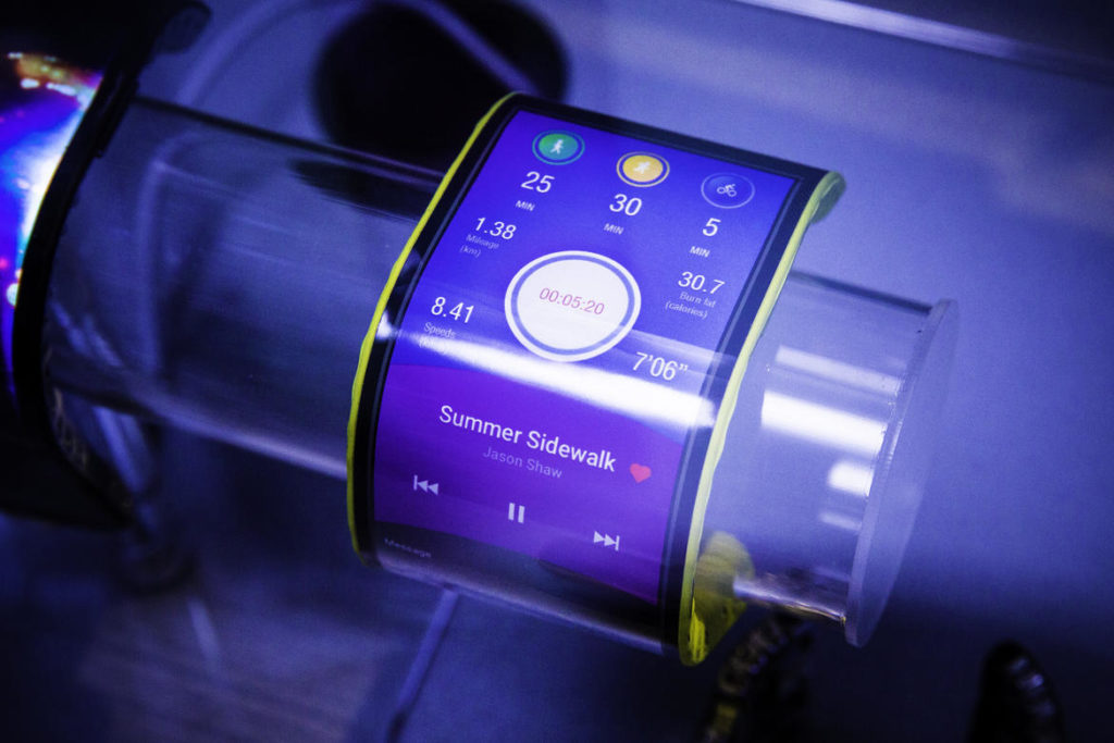 lenovo-tech-world-bendable-phones-2079