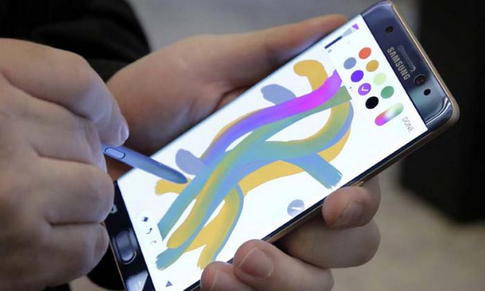 Galaxy Note 7 Dinobatkan Smartphone dengan Layar Terbaik