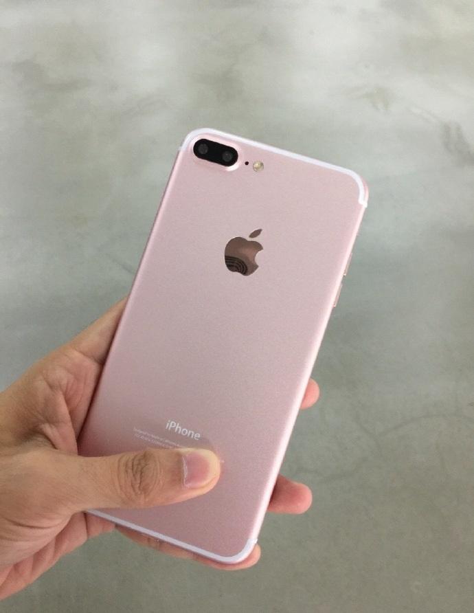 iPhone 7 Plus Rose Gold1
