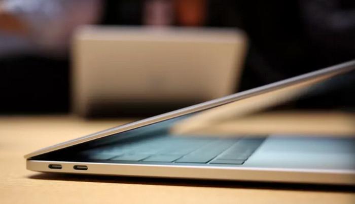 MacBook Pro 2016 Butuh Kabel Baru untuk Terhubung ke iPhone