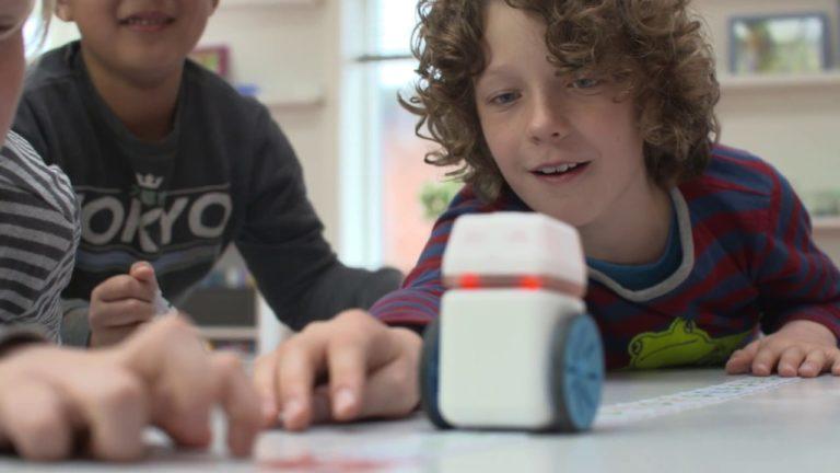 Robot Mungil Ini Bisa Ajari Anak-anak Cara Coding