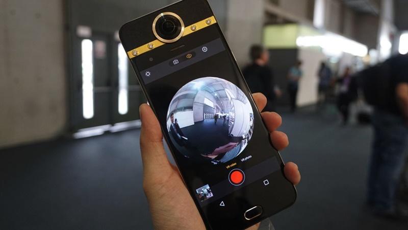 Selain Bisa Dilipat, Smartphone ini Punya Bentuk yang Unik Lho - 5