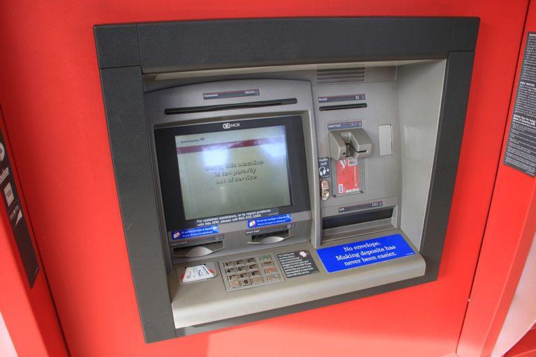 Waduuh! Pria Ini Terjebak di Dalam Mesin ATM