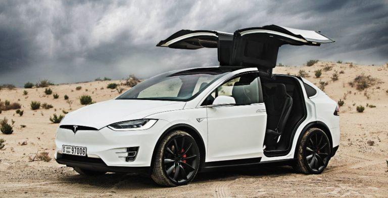 Kecelakaan Maut Tesla Model X karena Autopilot?