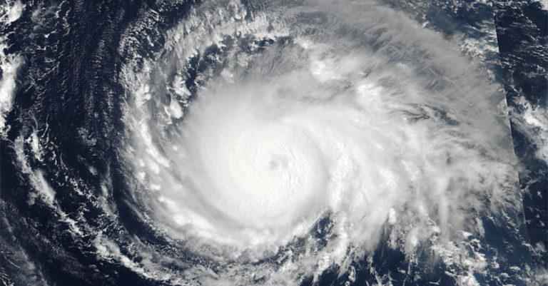 Foto-foto Viral Suasana Mencekam Korban Badai Irma