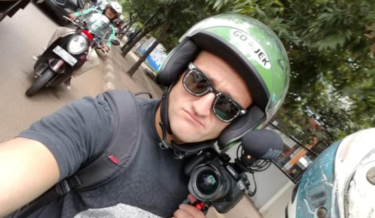 "Naik Ojek, Vlogger Kondang ""Curhat"" Soal Jalanan Jakarta"