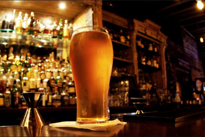 Plomo, Aplikasi yang Tawarkan Minuman Gratis di Bar