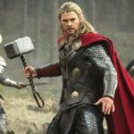 Thor dengan Palu Mjolnir