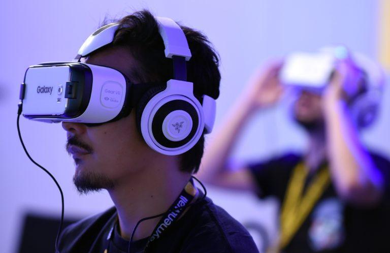 Gara-gara Main Game VR, Seorang Pria Terjatuh dan Tewas