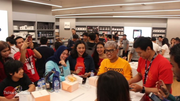 Borong 4 Unit iPhone X, Uya Kuya Sempat Bingung