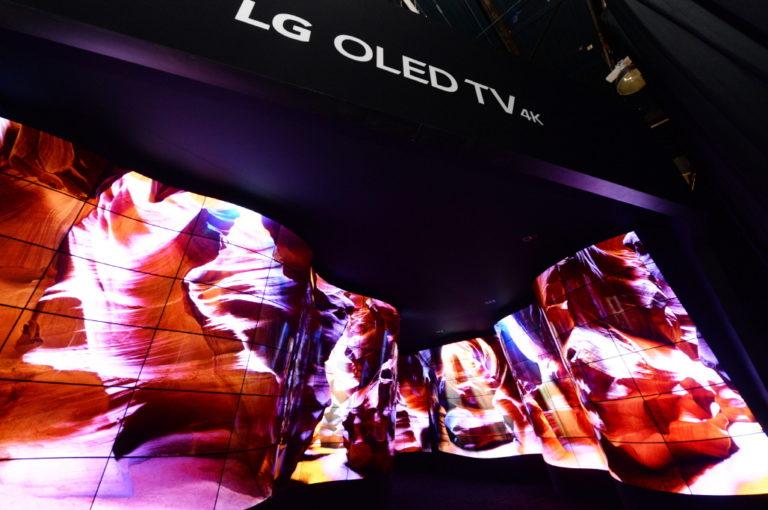 LG Pamer Instalasi Ngarai Raksasa OLED di CES 2018