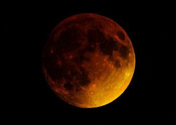 Super Blood Moon (the verge)