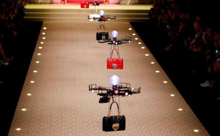 Drone Mulai Gantikan Tugas Peragawati di Atas Catwalk