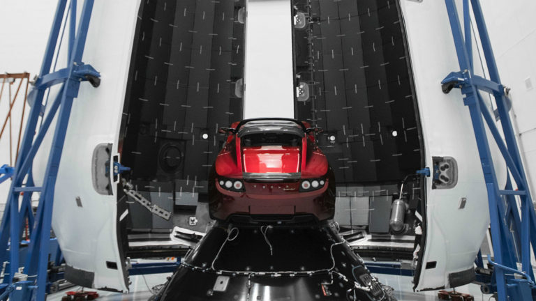 Waduh.. Ilmuwan Sebut Mobil Tesla akan Tabrak Bumi?