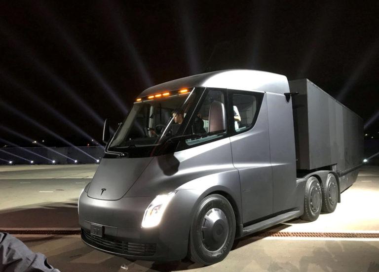 Ikuti Jejak DHL, FedEx Pesan 20 Truk Listrik Tesla