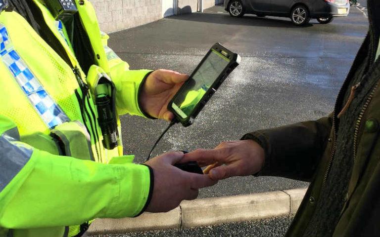 Canggih! Polisi Inggris Bisa Identifikasi Tersangka Pakai Ponsel
