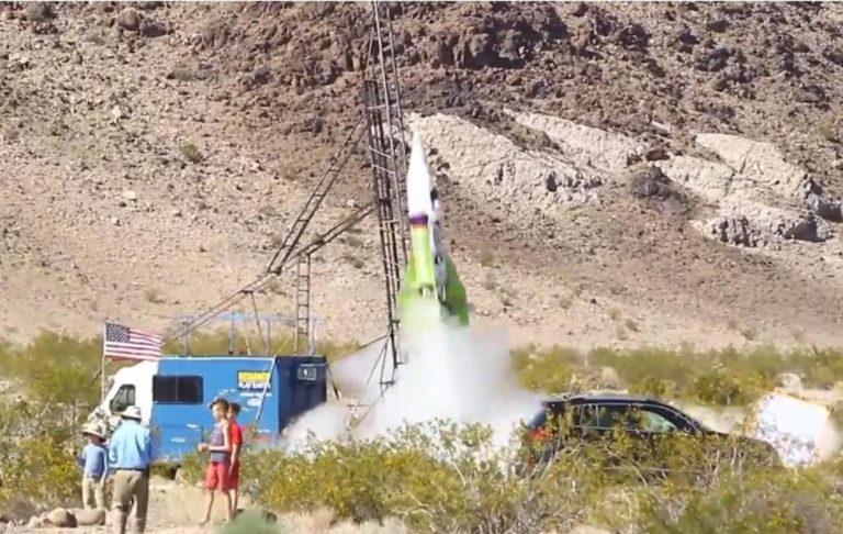 Ingin Buktikan Bumi Datar, Pria Ini Nekat Terbangkan Roket