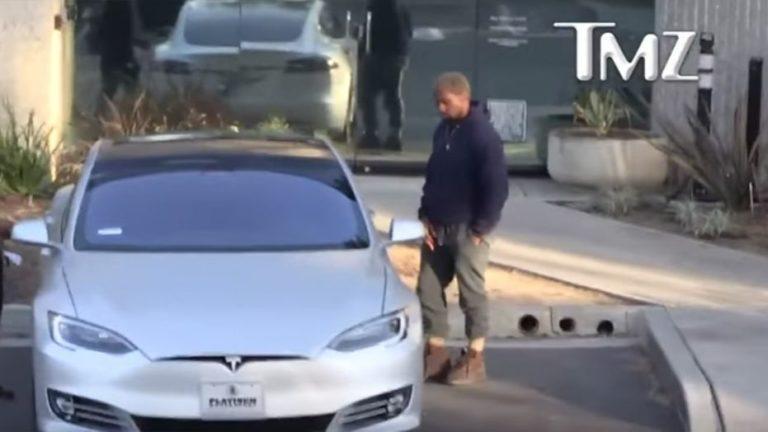 Punya Mobil Tesla, Kanye West Kegirangan