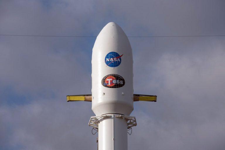 """Falcon 9 Akhirnya Meluncur Bersama """"Si Pemburu Planet"""""""