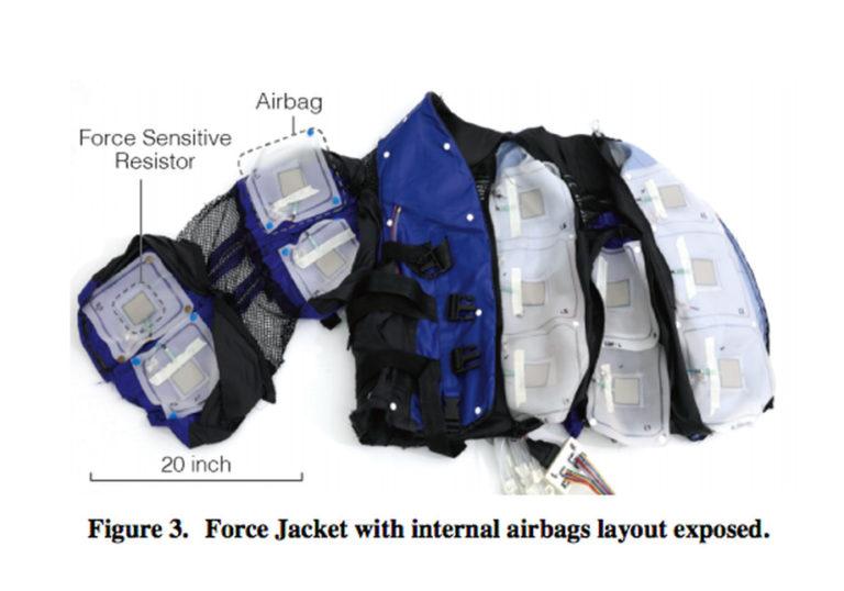 Jaket Ini Hadirkan Sensasi Ular Merayap di Badan