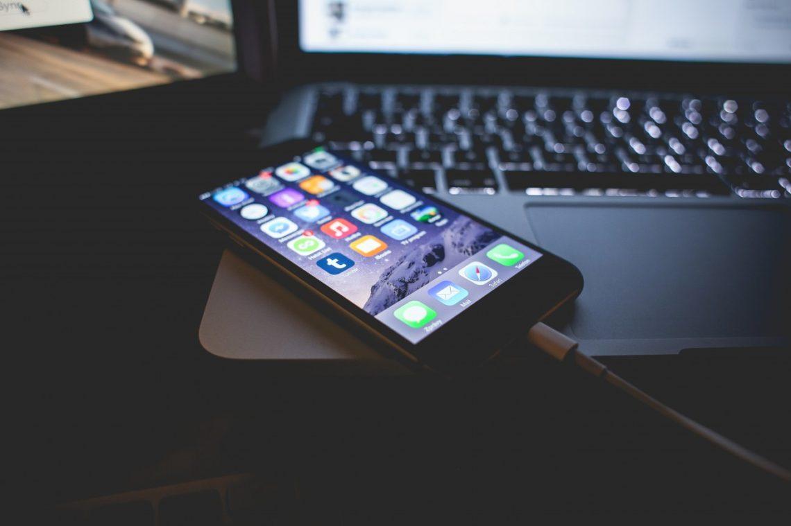 kombinasi iPhone dan Macbook