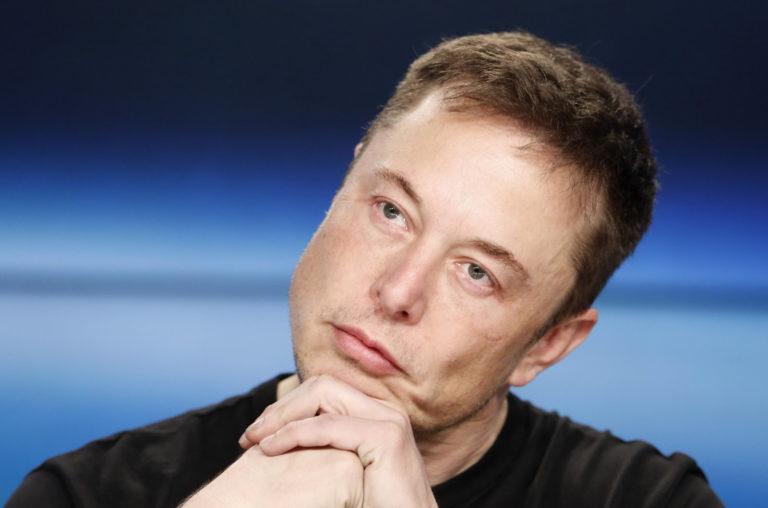 """Bos SpaceX Sebut """"Pedofil"""" untuk Tim Penyelam di Gua Thailand"""