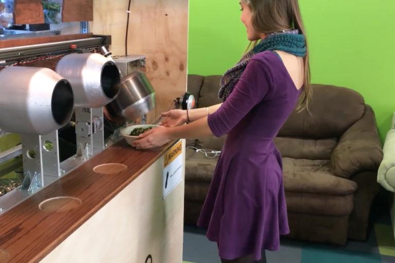 Canggih! Restoran Ini Punya Koki Robot