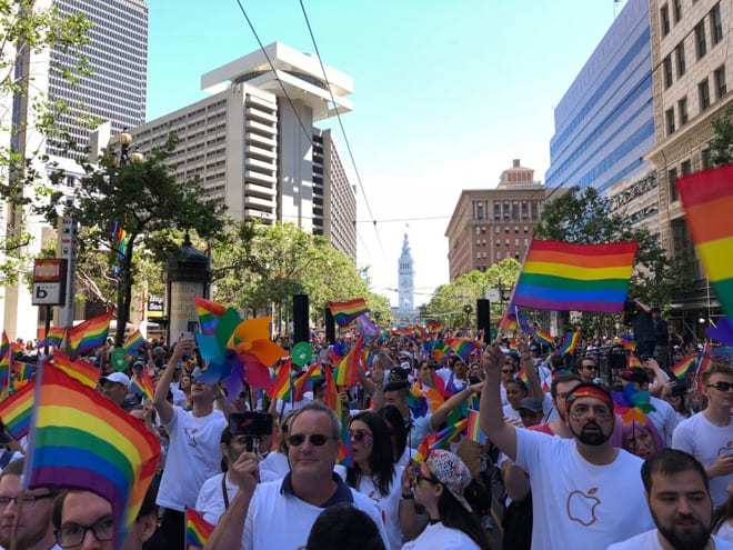 Bos Apple Ikut Parade LGBT