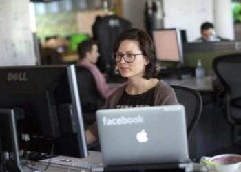 Karyawan Facebook dan WhatsApp