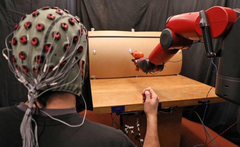 Peneliti Pakai Sinyal Otak untuk Kendalikan Robot