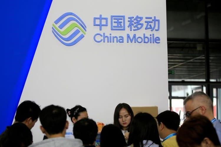 Makin Panas, Trump Larang China Mobile Masuk Amerika
