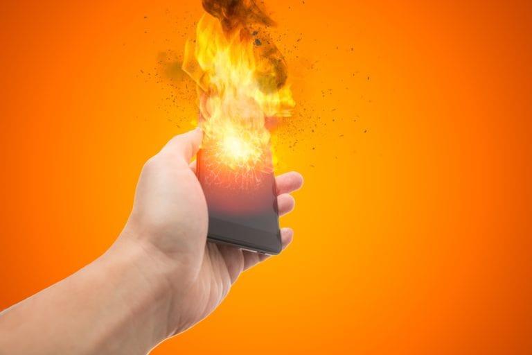 6 Cara Mudah Amankan Smartphone dari Cuaca Panas