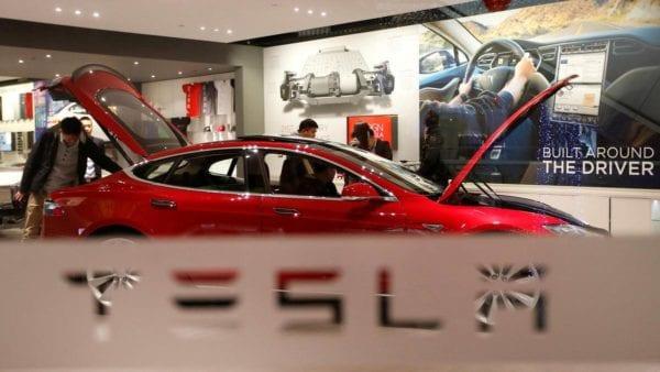 Akuisisi Tesla
