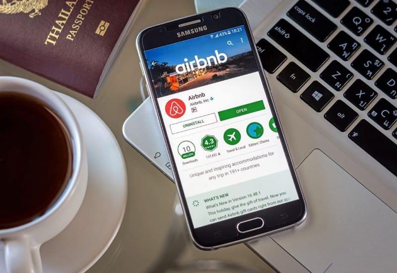 Airbnb pesta halloween
