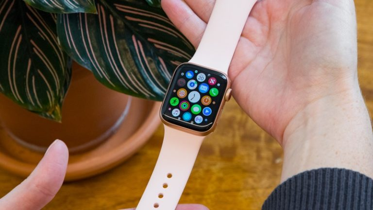 Harga Apple Watch, AirPods dkk Naik Bulan Depan?