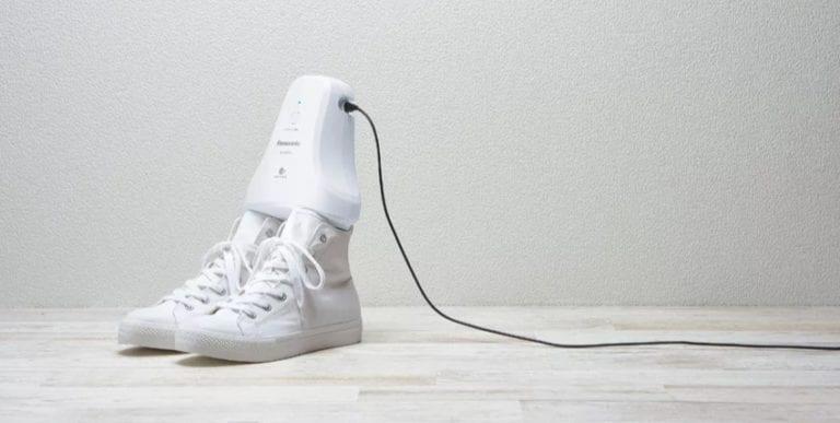 Gadget Ini Bisa Bantu Atasi Masalah Bau Sepatu