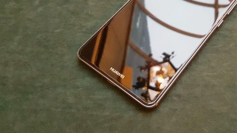 Huawei Sebut iPhone Anyar Tak Beda dengan iPhone X