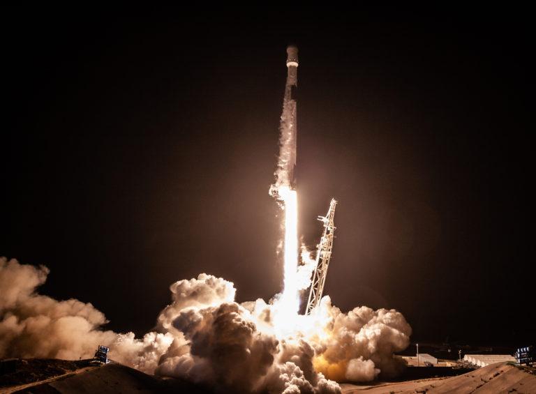 Roket SpaceX Mendarat Mulus Setelah Luncurkan Satelit Argentina