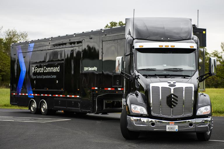 Truk trailer IBM