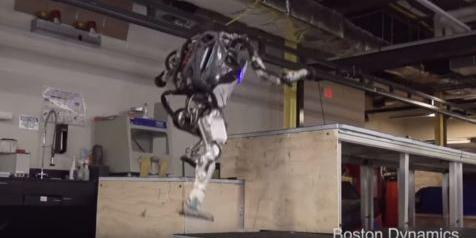 Keren, Robot Humanoid Atlas Kini Bisa Parkour