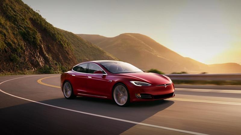 Mobil Tesla bisa bicara