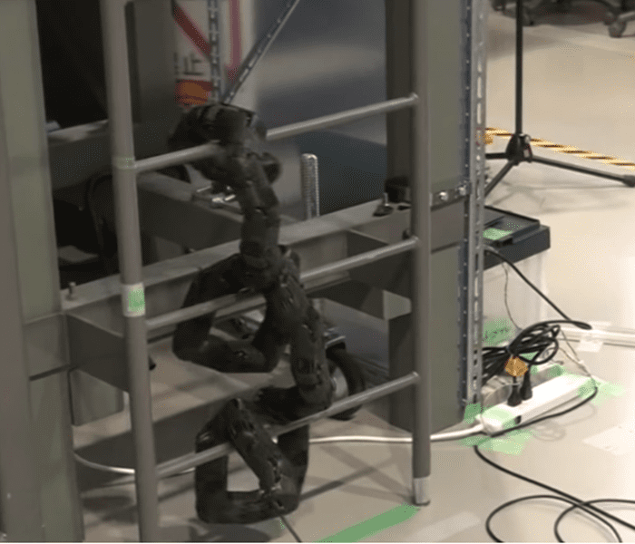 Ngeri! Robot Ular Buatan Ilmuwan Jepang Ini Bisa Manjat