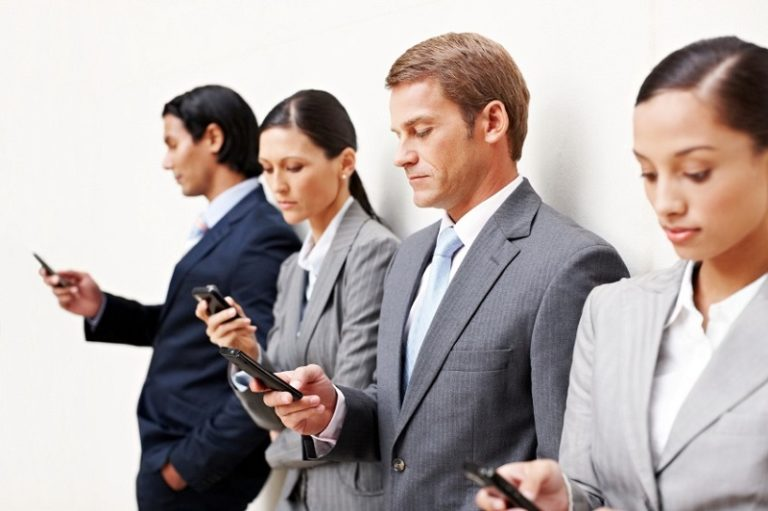 Orang Amerika Ganti Smartphone Tak Sampai 3 Tahun