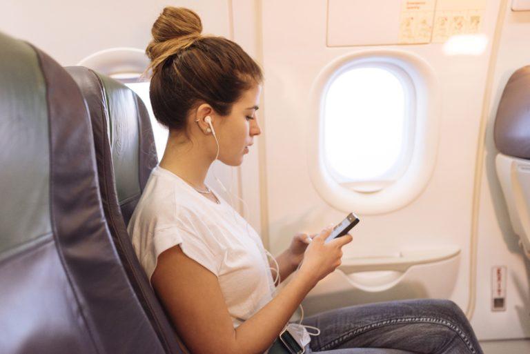 Asyik! Saudi Airlines Gratiskan Layanan WhatsApp Onboard
