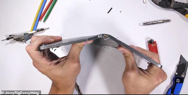 iPad Pro Terbaru Mudah Patah Seperti Kerupuk